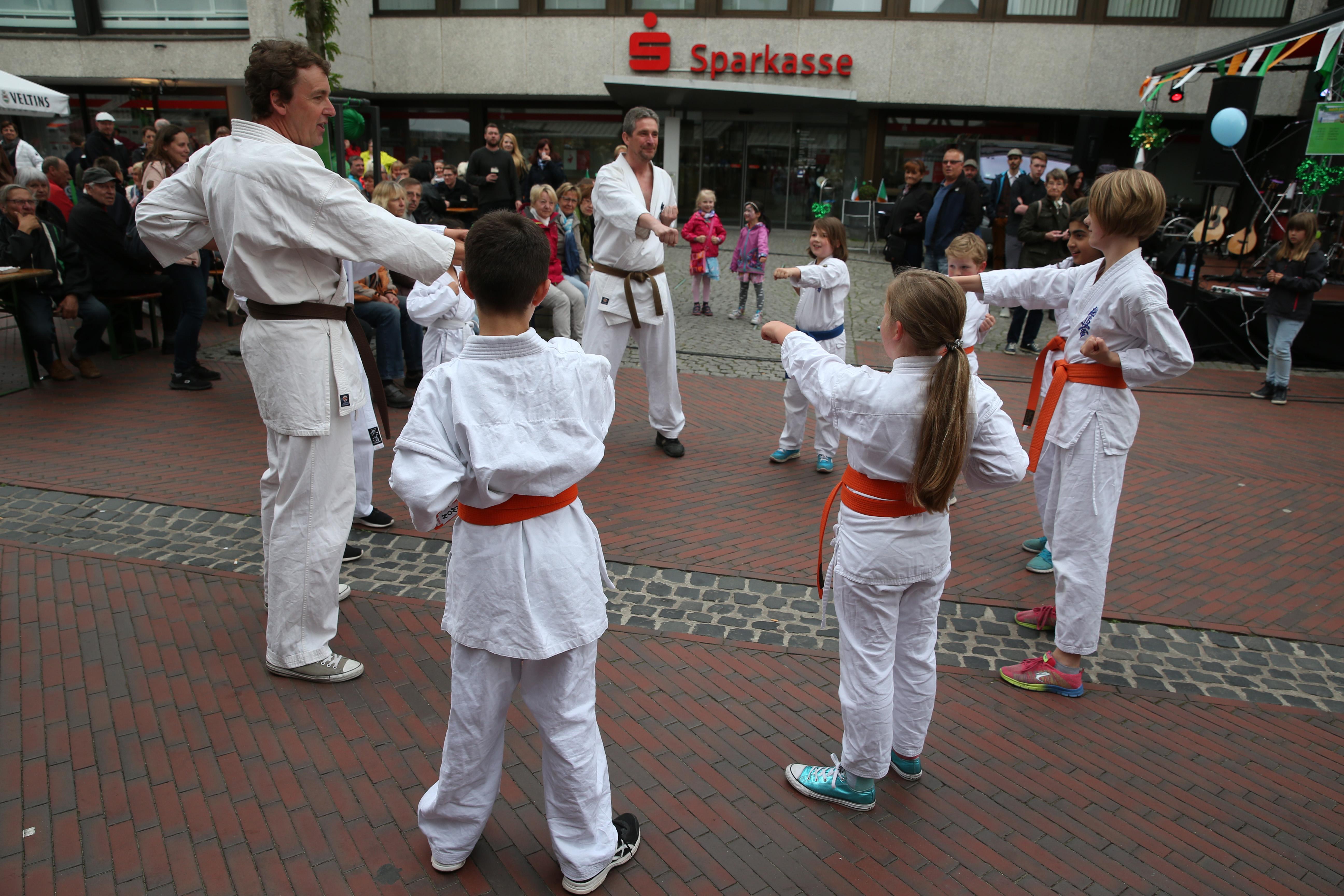 Flashmob auf dem Stattfest in Neustadt